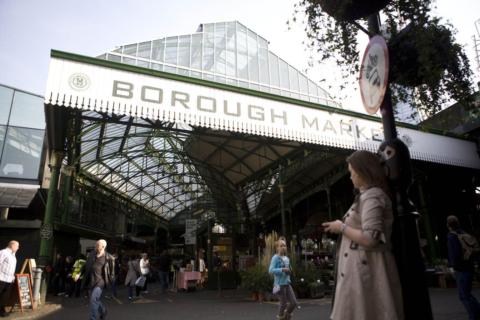 1000 mistletoe kisses event at the borough market