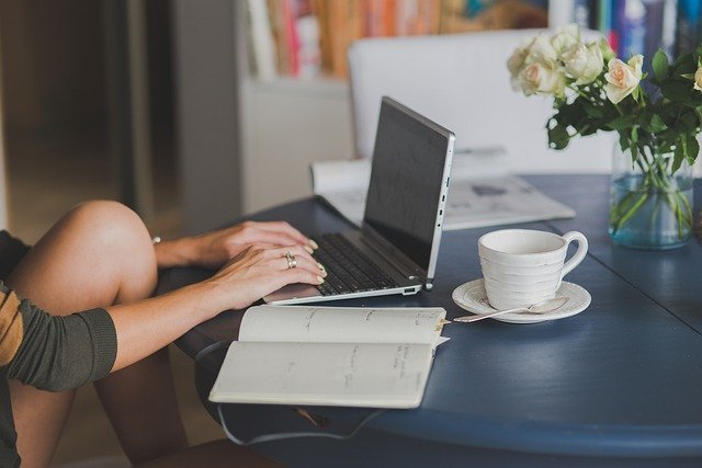 How to Make Money through Internet While Job Hunting in London